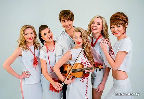 Alexander-Rybak-with-his-band.png